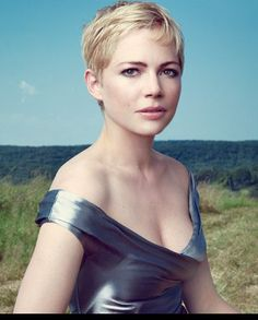 Michelle Williams. Photographed by Annie Leibovitz for Vogue 2011.