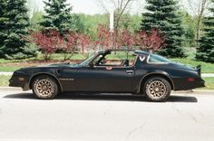 Burt Reynolds' 1977 Pontiac Trans Am that never actually appeared in Smokey and the Bandit sold for $450,000 at auction.