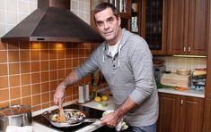VIP Prostřeno: Miroslav Etzler a jeho rýže tří barev s krevetami - AHA. Vip, Tube, Menu, Celebrity, Menu Board Design, Celebs, Famous People