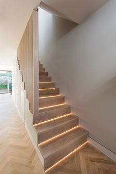 Modern ground floor extension with bottom lit, white washed oak stairs and balus. Modern ground floor extension with bottom lit, white washed oak stairs and balustrading (Pallet Step Stairs) White Stairs, Oak Stairs, House Stairs, Basement Stairs, Modern Stair Railing, Modern Stairs, Staircase Design, Staircase Decoration, Stair Banister