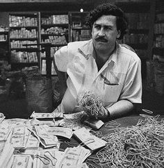 Good Helpful Gold Strategies For gold rate usa Pablo Emilio Escobar, Pablo Escobar Quotes, Don Pablo Escobar, Pablo Escobar Money, Narcos Poster, Kenza Farah, Mafia Gangster, Gangster Movies, Mike Tyson