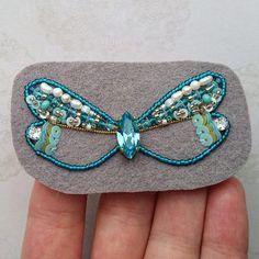 Новая стрекозка в процессе Будет в свободной продаже Всем отличных выходных #стрекоза #брошьстрекоза #вышивкабисером #процессвышивки #сваровски #стрекозки #процесс #swarovski #embroidery #brooch #handmadejewelry