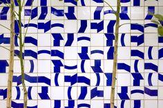 Athos Bulcão | Painel de azulejos, Salão Verde (Jardim Interno), Câmara dos Deputados, 1971 Brasília – DF, Brasil. Arquiteto: Oscar Niemeyer. Foto: Edgar César Filho