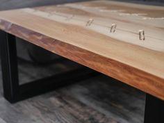 """Stół z litego drewna """"sznurowany"""""""