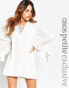 Bild 1 von ASOS PETITE – Kleid mit ausgestellten Ärmeln und Spitze vorne