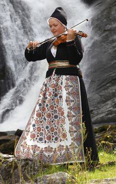 Traditional Norwegian folk costumes - Page 4 Folk Costume, Costumes, Norwegian Clothing, Norway Viking, Frozen Costume, Ethnic Dress, World Cultures, Traditional Dresses, Norse Clothing
