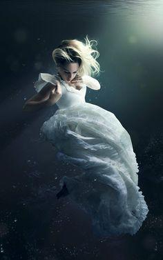 breathtaking underwater shots  http://amazingezone.com