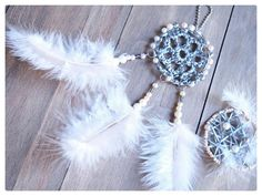 These DIY dreamcatchers are safety reflector.  Tee-se-itse unisieppariheijastin.