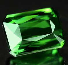 This is an incredible natural Tourmaline loose gemstone, also called Verdellite, with a a stunning chrome green color, this unique gemstone was mined in Nigeria Africa, this green tourmaline present a bright green color, nice clarity without visible inclusions and luster.