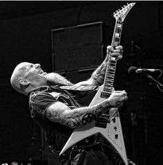 Guitarist Scott Ian of Anthrax performs at Brooklyn Bowl Las Vegas at The LINQ Promenade on February 2016 in Las Vegas, Nevada. Get premium, high resolution news photos at Getty Images Nu Metal, Black Metal, Scott Ian, Kerry King, Killswitch Engage, Brooklyn Bowl, Extreme Metal, Power Metal, Industrial Metal