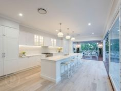 This is a beautiful Hamptons style renovation of this Queenslander in Brisbane - and it's back on the market. Take a look at 167 Simpsons Road Bardon now. Hamptons Style Homes, Hamptons House, The Hamptons, Layout Design, Design Ideas, Kitchen Interior, Kitchen Design, Kitchen Decor, Hamptons Kitchen