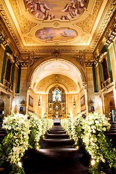 Decoração de casamento na Basílica Nossa Senhora do Carmo, em São Paulo