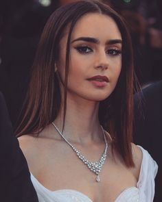 "Beauty Lily Collins on the red carpet for her film ""Okja"" at Cannes Film Festival 2017 Beauty Makeup, Hair Makeup, Hair Beauty, Pretty People, Beautiful People, Actrices Sexy, Beauty And Fashion, Pretty Face, Makeup Inspiration"