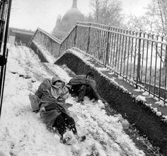 Robert Doisneau // Winter in Paris, Montmartre, Winter Slides, 1958 Robert Doisneau, Old Paris, Vintage Paris, Photo Vintage, Vintage Photos, France Winter, Henri Cartier Bresson, French Photographers, Man Ray