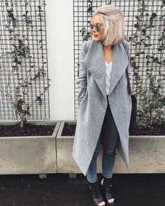 """1,934 mentions J'aime, 31 commentaires - Laura Jade Stone (@laurajadestone) sur Instagram: """"I have a thing for grey coats  @whitefoxboutique"""""""