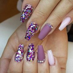 The advantage of the gel is that it allows you to enjoy your French manicure for a long time. There are four different ways to make a French manicure on gel nails. Fabulous Nails, Perfect Nails, Gorgeous Nails, Love Nails, Pretty Nails, Fun Nails, Purple Nails, Bling Nails, Nagel Bling