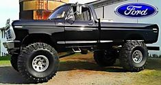 I truly adore this colour for this 1979 Big Ford Trucks, 1979 Ford Truck, Chevy Trucks Older, Classic Pickup Trucks, Old Pickup Trucks, Lifted Chevy Trucks, Diesel Trucks, Cool Trucks, Jeep Pickup