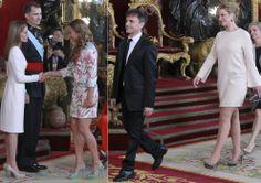 Los nuevos reyes Felipe y Letizia coronan su primer día de reinado con una recepción en el Palacio Real
