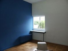 An interior room of Le Corbusier's Villa Savoye with a deeply saturated blue wall.