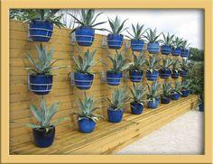 Mooie manier om planten te gebruiken en je schutting te verbergen.
