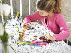 Zapojte do príprav aj deti. Nechajte ich napríklad vyfarbiť obrus, ktorý tak bude naozaj veľmi originálny.  http://www.ikea.com/sk/sk/search/?query=l%C3%A1tka