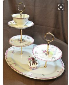 jewelry Stand China - Cakestand 3 Tier Plus 2 Tier Vintage China Tea Stand for Weddings, Tea Parties, Displays, Showers, Jewelry Stand. Vintage China, Vintage Teacups, Bolo Original, Teacup Crafts, Bar A Bonbon, China Crafts, Dessert Aux Fruits, Tiered Stand, Tiered Server