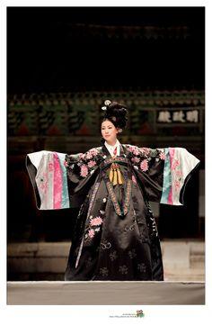 Beautiful 한복 Hanbok / Traditional Korean dress
