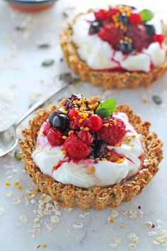 Liven up breakfast time with this recipe for Granola Crust Tart with Yogurt & Berries. Delicious AND healthy | My Fussy Eater blog