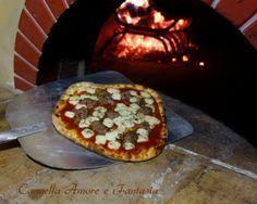 Impasto per pizza cotta nel forno a legna
