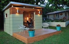 @AptTherapy Backyard Offices: 8 Modern Prefab Sheds. This from @KangaRooms #prefab #backyard #office