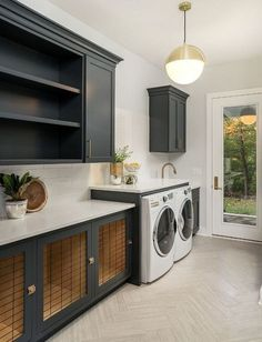 Have a boring laundry room? Farmhouse laundry room ideas to give your area a lovely remodeling. Consider this farmhouse laundry room ideas to makeover your own laundry room! Discover a laundry room farmhouse ideas and also motivation decoration here. Laundry Room Cabinets, Laundry Room Organization, Laundry Room Design, Diy Cabinets, Black Cabinets, Utility Room Sinks, Laundry Organizer, Farmhouse Laundry Room, Basement Laundry