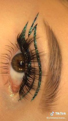 Edgy Makeup, Purple Eye Makeup, Makeup Eye Looks, Eye Makeup Art, Makeup Inspo, Eyeshadow Makeup, Maquillage On Fleek, Eye Makeup Designs, Makeup Makeover