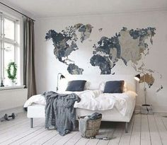 You will get a lot of ideas to decor your bedroom wall because there are many things that you can use for it. Besides the wall paint, you may try to decor the bedroom wall with wallpaper, frames, wall Deco Design, Design Case, Design Design, Dream Bedroom, Home Bedroom, Travel Bedroom, Teen Bedroom, World Map Bedroom, Travel Room Decor