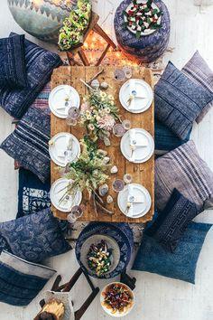 低めのテーブルがあれば、椅子のように数を準備する必要が無いので大人数が集まっても大丈夫ですね。
