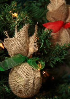 15 Dollar Store Christmas Crafts- You can decorate your home for Christmas even if you're on a tight budget! Check out these 15 frugal dollar store Christmas crafts! Burlap Christmas Decorations, Burlap Ornaments, Rustic Christmas Ornaments, Burlap Christmas Tree, Christmas Fun, Ornaments Ideas, Glass Ornaments, Cheap Ornaments, Burlap Garland