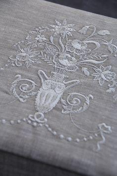 刺繍の箱とリネンタオルの画像 | *素敵リビング* by サラグレース
