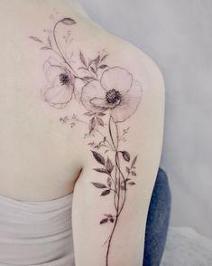 Feminine Shoulder Tattoos, Back Of Shoulder Tattoo, Shoulder Tattoos For Women, Flower Tattoo Shoulder, Back Tattoo Women, Sleeve Tattoos For Women, Floral Back Tattoos, Tattoos For Women Flowers, Flower Tattoo Back