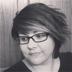 short shaggy hairstyle