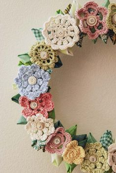 Jill Ruth & Co.: Vintage Inspired Wreath - use your own flower patterns and use them in this beautiful wreath. Wreath Crafts, Diy Wreath, Wreaths, Wreath Ideas, Thread Crochet, Crochet Stitches, Knit Crochet, Crochet Flower Patterns, Crochet Flowers
