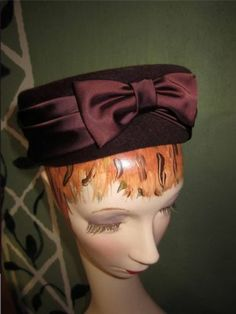VINTAGE LADIES 50'S BROWN VELOUR HAT WITH SATIN BOW