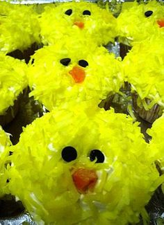 Recipe for Easter Chick Cupcakes, Easter Cupcake Decorating Ideas, Homemade Party Dessert Recipes #2014 #easter #chick #cupcakes www.loveitsomuch.com