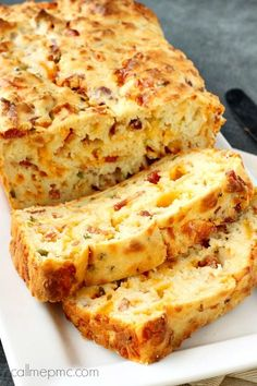 Bacon Jalapeno Popper Cheesy Bread Buttery, Cheesy with a kick and Bacon flavor to pack a punch. This Jalapeno & Bacon Cheesy Bread is a must try recipe. Eat it as an appetizer, use it as the b… Bacon Jalapeno Poppers, Stuffed Jalapenos With Bacon, Jalapeno Cheese, Jalapeno Bread, Cheddar Cheese, Bacon Dip, Bacon Bread Recipe, Bacon Recipes, Stuffed Bread Recipes