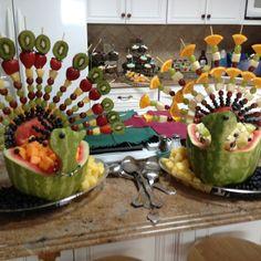 Watermelon and fruit peacocks. So clever! Edible Fruit Arrangements, Edible Centerpieces, Edible Bouquets, Fruit Decorations, Watermelon Fruit Displays, Watermelon Art, Watermelon Carving, Peacock Foods, Fruit Sculptures