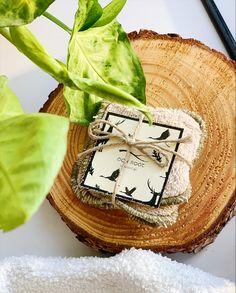 Oak Root – wielorazowe waciki do demakijażu Produktem less waste w tej edycji pudełka 5 na 30 okazały się wielorazowe, bawełniane waciki. Waciki są delikatne, w ich składzie jest tylko 100% bawełna frotte. Są też pięknie zapakowane, mogą być świetnym eko prezentem dla kogoś bliskiego 🙂 Waciki Oak Root są szyte w Polsce z tkaniny również pochodzącej z Polski. Nigella, Camembert Cheese, Eco Friendly, Food, Essen, Meals, Yemek, Eten