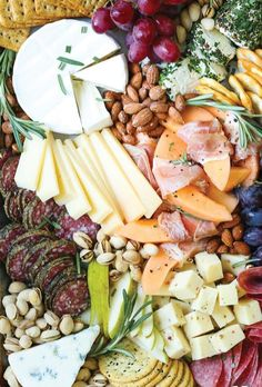 Such a pretty Cheese board. How to Make a Meat and Cheese Board - All you need to know to make an awesome cheese and charcuterie board! It's simple, easy and so impressive for a crowd! Charcuterie Recipes, Charcuterie And Cheese Board, Charcuterie Platter, Antipasto Platter, Cheese Boards, Cheese Board Display, Snack Platter, Platter Ideas, Meat Platter