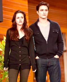 Twilight Saga Series, Twilight Cast, Twilight New Moon, Twilight Pictures, Twilight Series, Twilight Movie, Twilight Images, Edward E Bella, Twilight Bella And Edward