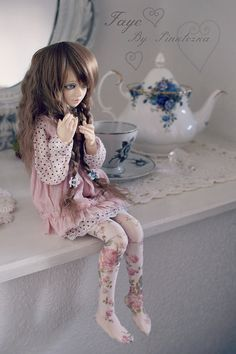 New girl Faye | Flickr - Photo Sharing! Love love love her floral tights!