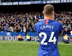 15/05/2019 - Iconic picture as Club Captain Gary Cahill bids farewell to Chelsea fans after playing his last match for the club.🙌