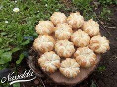 Sonkás, sajtos kelt muffinok | Nassolda Croissant Bread, Food Humor, Funny Food, Muffin, Sprouts, Garlic, Dishes, Fruit, Vegetables