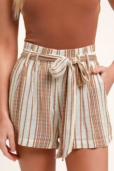 Slip into vacay mode with the Lulus Laguna Camel Striped High Waist Shorts! Striped woven rayon falls from a trendy, high waist, with tying sash, into shorts. Casual Skirt Outfits, Summer Fashion Outfits, Short Outfits, Cute Outfits, Crop Top And High Waisted Shorts, Tie Waist Shorts, Cute Shorts, Striped Shorts, Resort Wear For Women